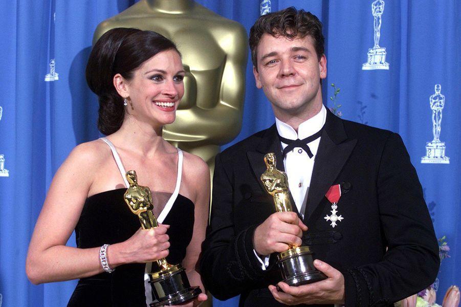 """2001 : Julia Roberts (meilleure actrice pour """"Erin Brockovich, seule contre tous"""")et Russell Crowe (meilleur acteur pour """"Gladiator"""")"""