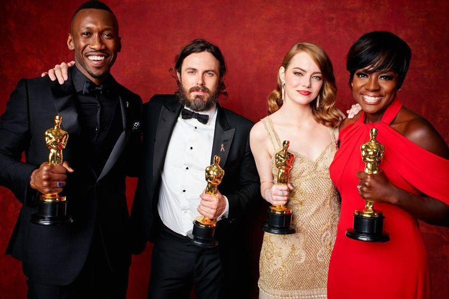 """2016 :Mahershala Ali (meilleur second rôle dans """"Moonlight""""), Casey Affleck (meilleur acteur dans """"Manchester by The Sea""""), Emma Stone (meilleure actrice dans """"La La Land"""") et Viola Davis (meilleure second rôle dans """"Fences"""")"""