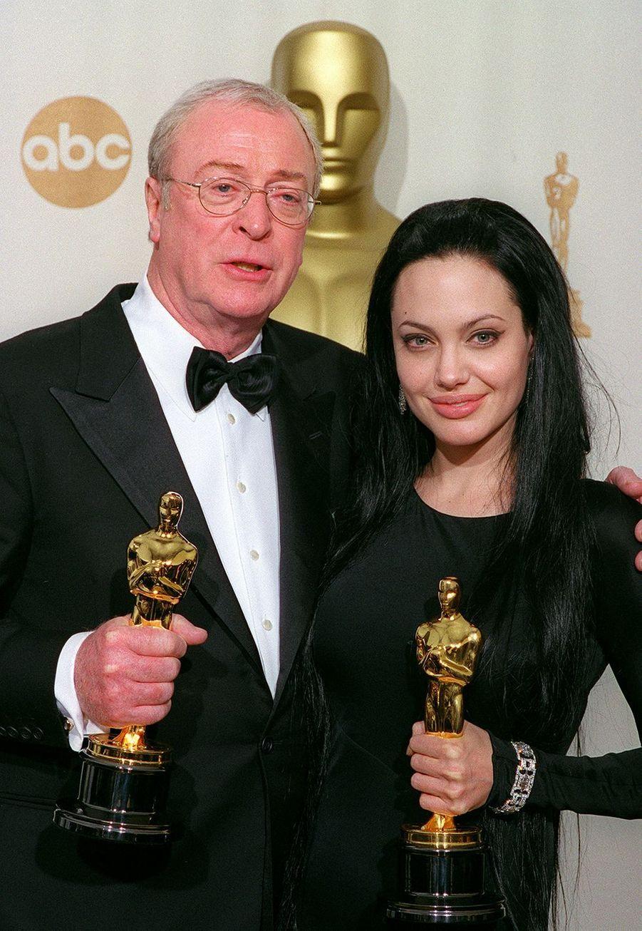 """2000 :Michael Caine (meilleur second rôle dans """"L'Œuvre de Dieu, la part du Diable"""") et Angelina Jolie (meilleure second rôle dans """"Une vie volée"""")"""