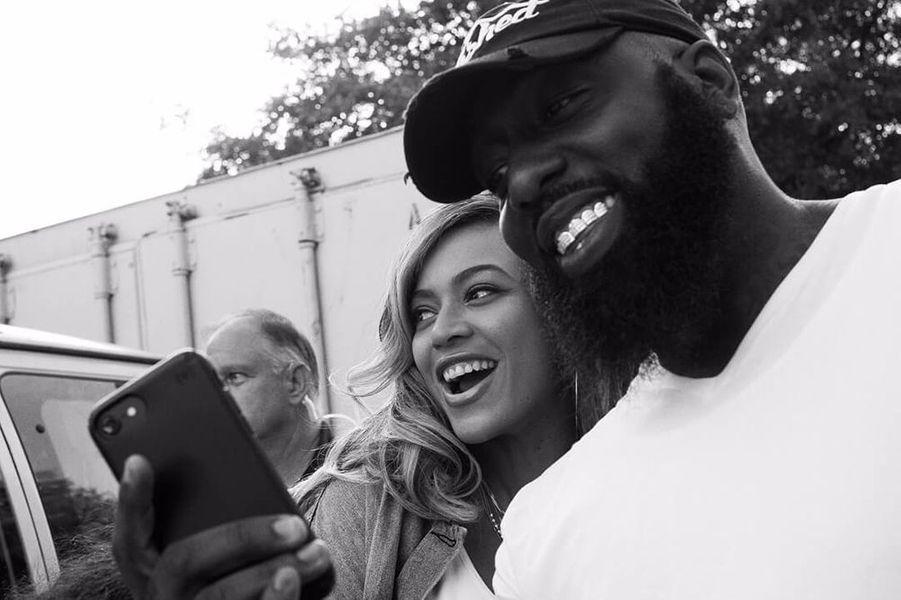 Beyoncé et ses équipes de l'association BeyGOOD viennent en aide aux sinistrés de Houston, le 8 septembre 2017.