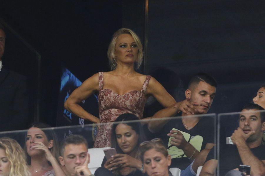 Pamela Anderson et Adil Rami, deux amoureux au Vélodrome, le 24 août 2017.