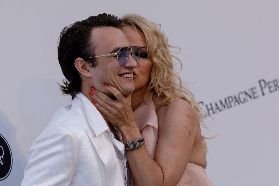 Pamela Anderson et son fils Brandon Lee à Cannes jeudi