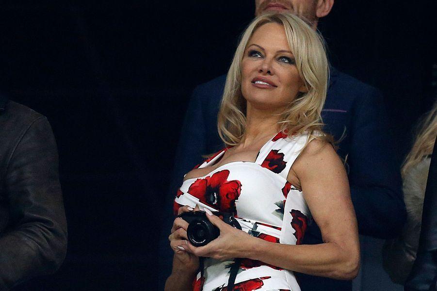 Pamela Anderson dans les travées du Stade Vélodrome.