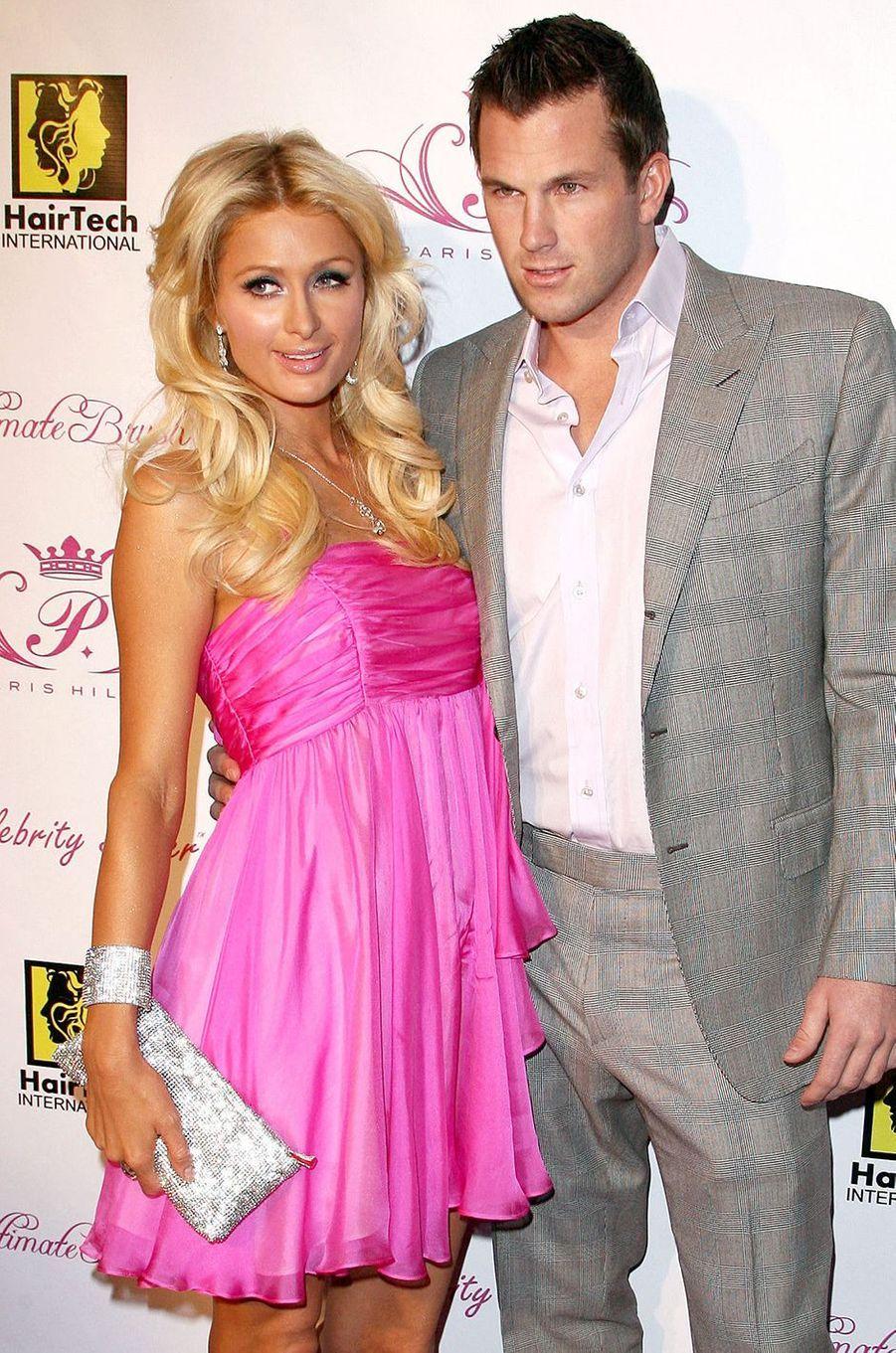 Paris Hilton et Doug Reinhardt (joueur de baseball) ont entretenu une idylle d'environ six mois en 2009