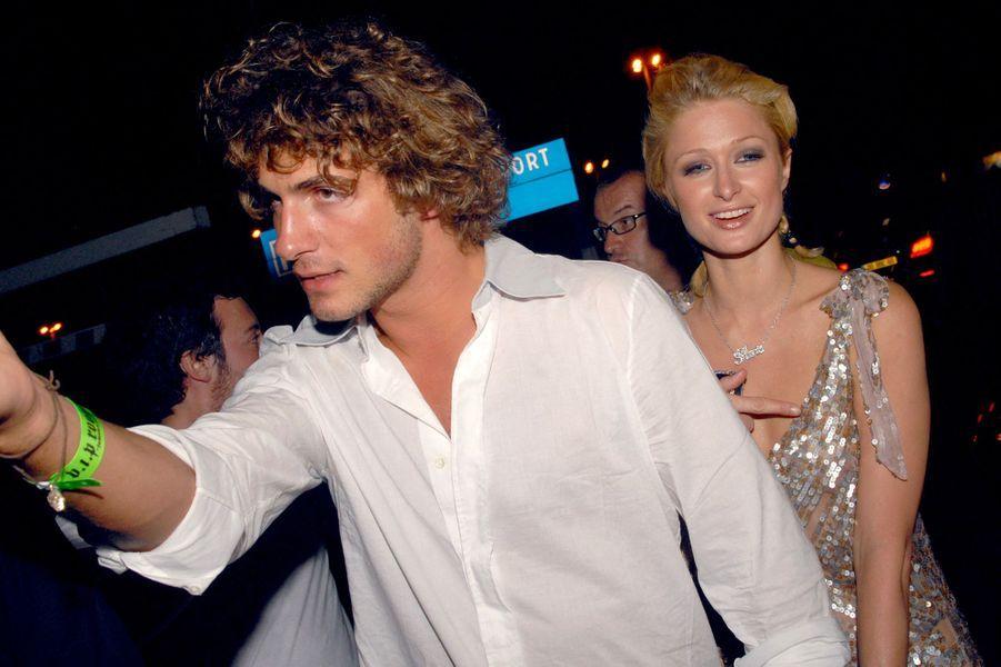 Stavros Niarchos III (héritier grec) et Paris Hilton ont vécu une relation très médiatique entre 2005 et 2007