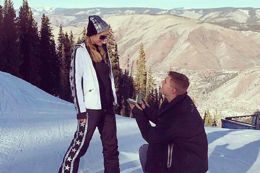 Chris Zylka a demandé Paris Hilton en mariage