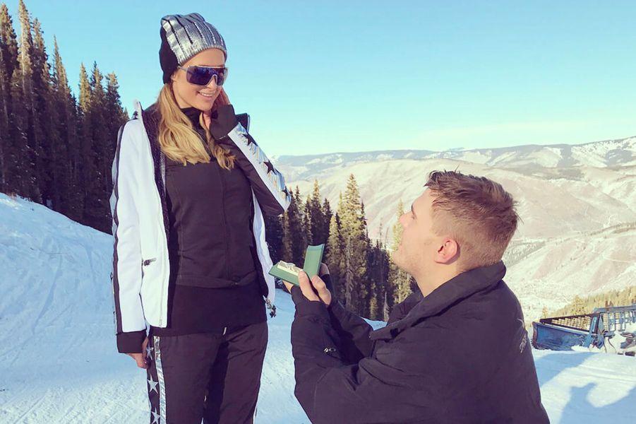 Chris Zylka a demandé Paris Hilton en mariage à Aspen