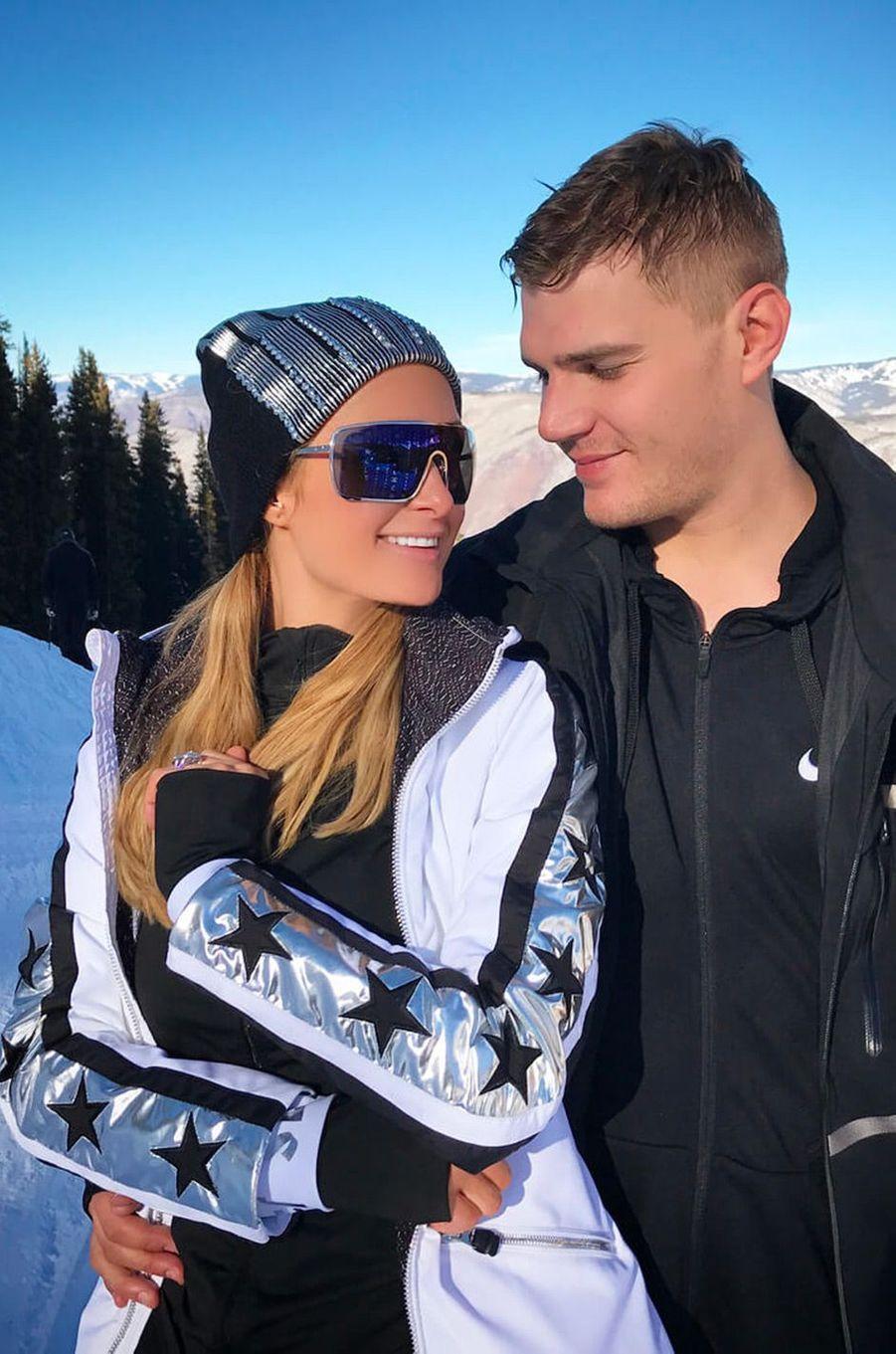 Chris Zylka et Paris Hilton