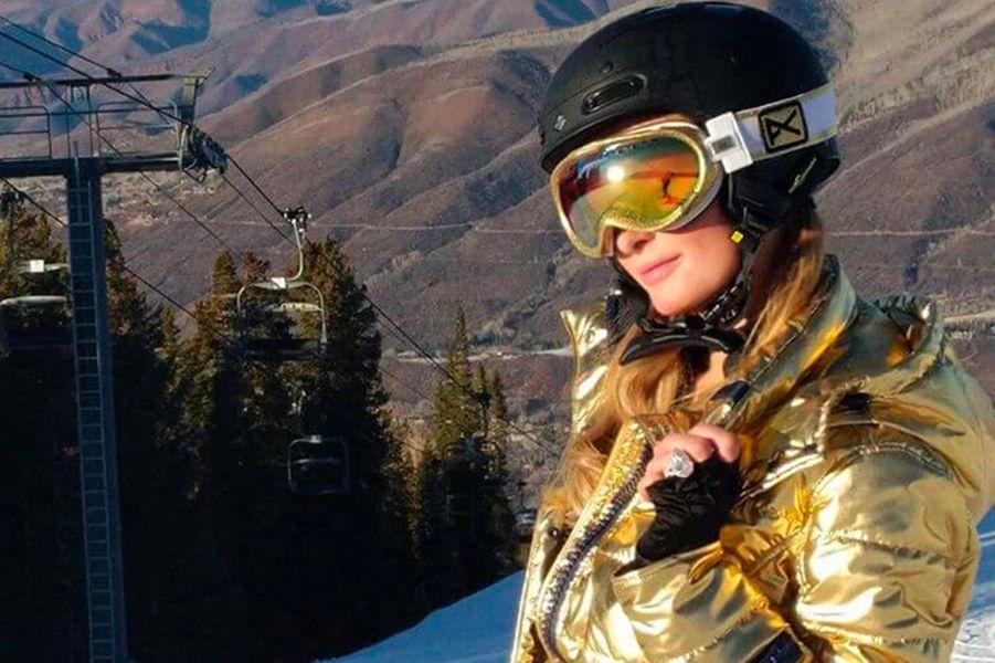 Paris Hilton a Aspen, fière de sa bague de fiançailles