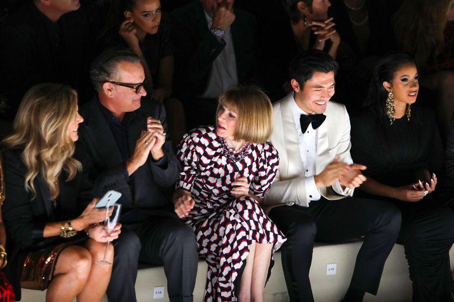 Rita Wilson, Tom Hanks, Anna Wintour, Henry Golding et Cardi B au défilé Tom Ford à New York, mercredi 5 septembre