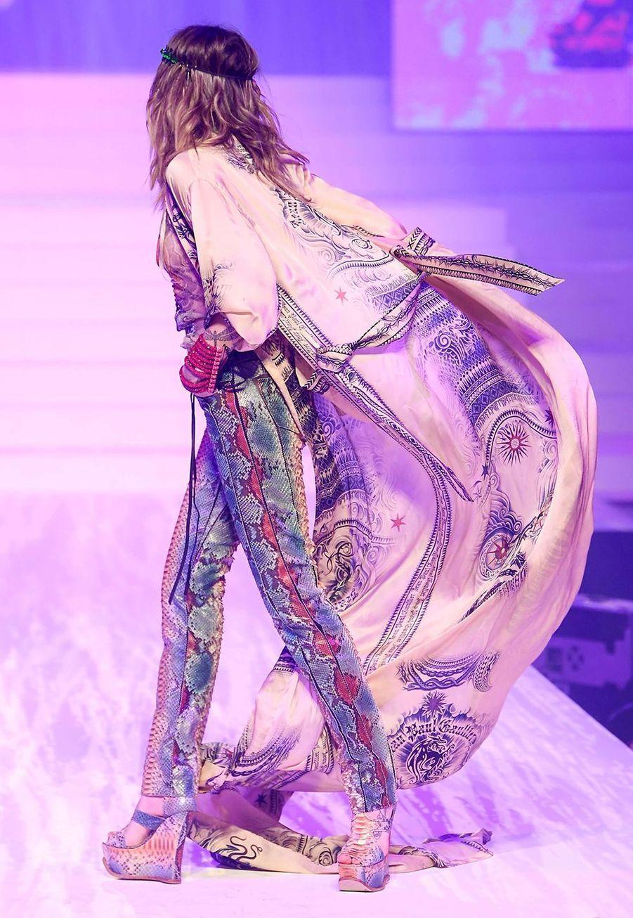 Paris Jacksonsur le podium du dernier défiléhaute couture de Jean Paul Gaultier auThéâtre du Châtelet mercredi 23 janvier 2020.