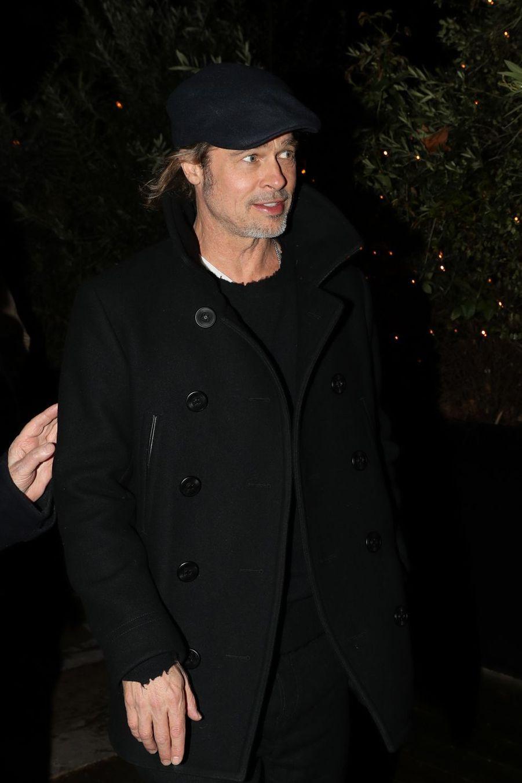 Brad Pitt quitte le musée d'art moderne de la ville de Paris, le 12 mars 2019