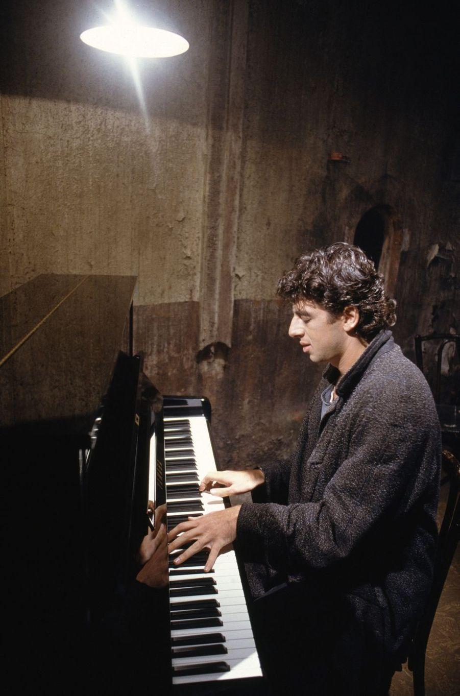Patrick Bruel sur le tournage du clip «Casser la voix» en novembre 1989 à Paris