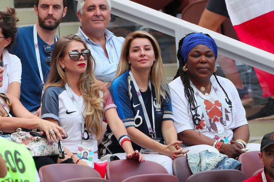 Maria Salaue et Yeo, la mère de Paul Pogba, dans les tribunes du match France-Danemark le 26 juin 2018