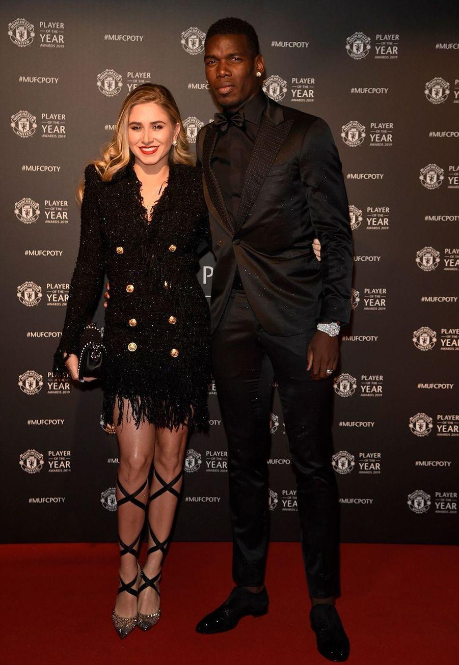 MariaSalaues et Paul Pogbalors de la soirée du prix du joueur de l'année de Manchester United 2019 au stade Old Trafford à Manchester, le 9 mai 2019