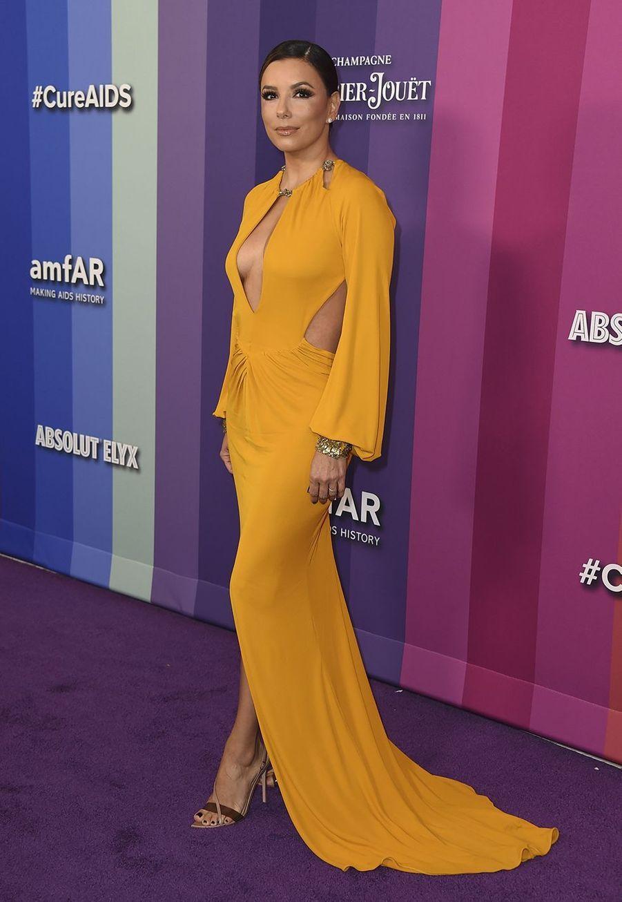 Eva Longoriaau gala de l'amfAR à Los Angeles le 10 octobre 2019
