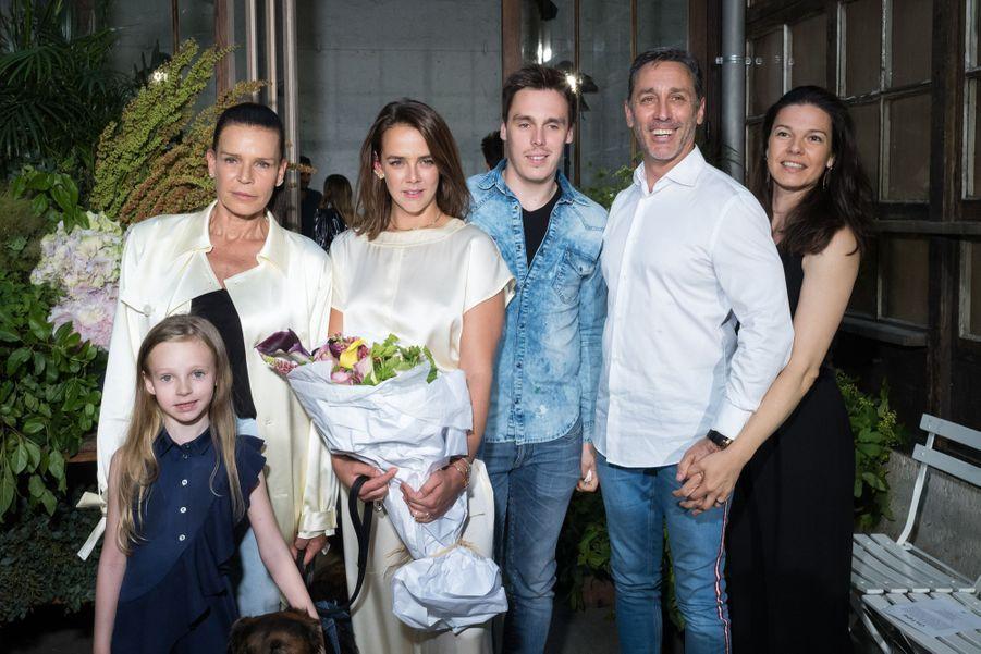 Stéphanie de Monaco, Pauline Ducruet, Louis Ducret, Daniel Ducret avec sa femme Kelly-Marie et sa fille Linoué au défilé Alter à Paris le 18 juin 2019.