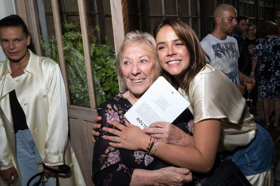 Pauline Ducruet et sa grand-mère Maguyau défilé Alter à Paris le 18 juin 2019.