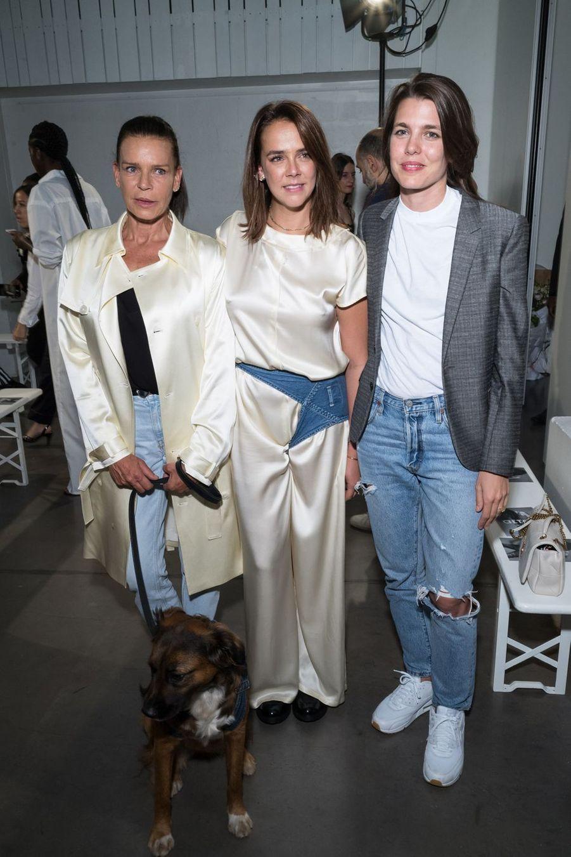Stéphanie de Monaco avec sa fille Pauline Ducruet et sa nièce Charlotte Casiraghiau défilé Alter à Paris le 18 juin 2019.
