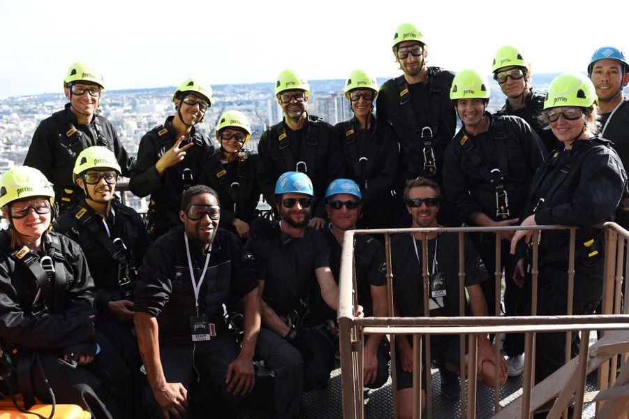 Plusieurs personnalités ont testé le vol en tyrolienne depuis la tour Eiffel.