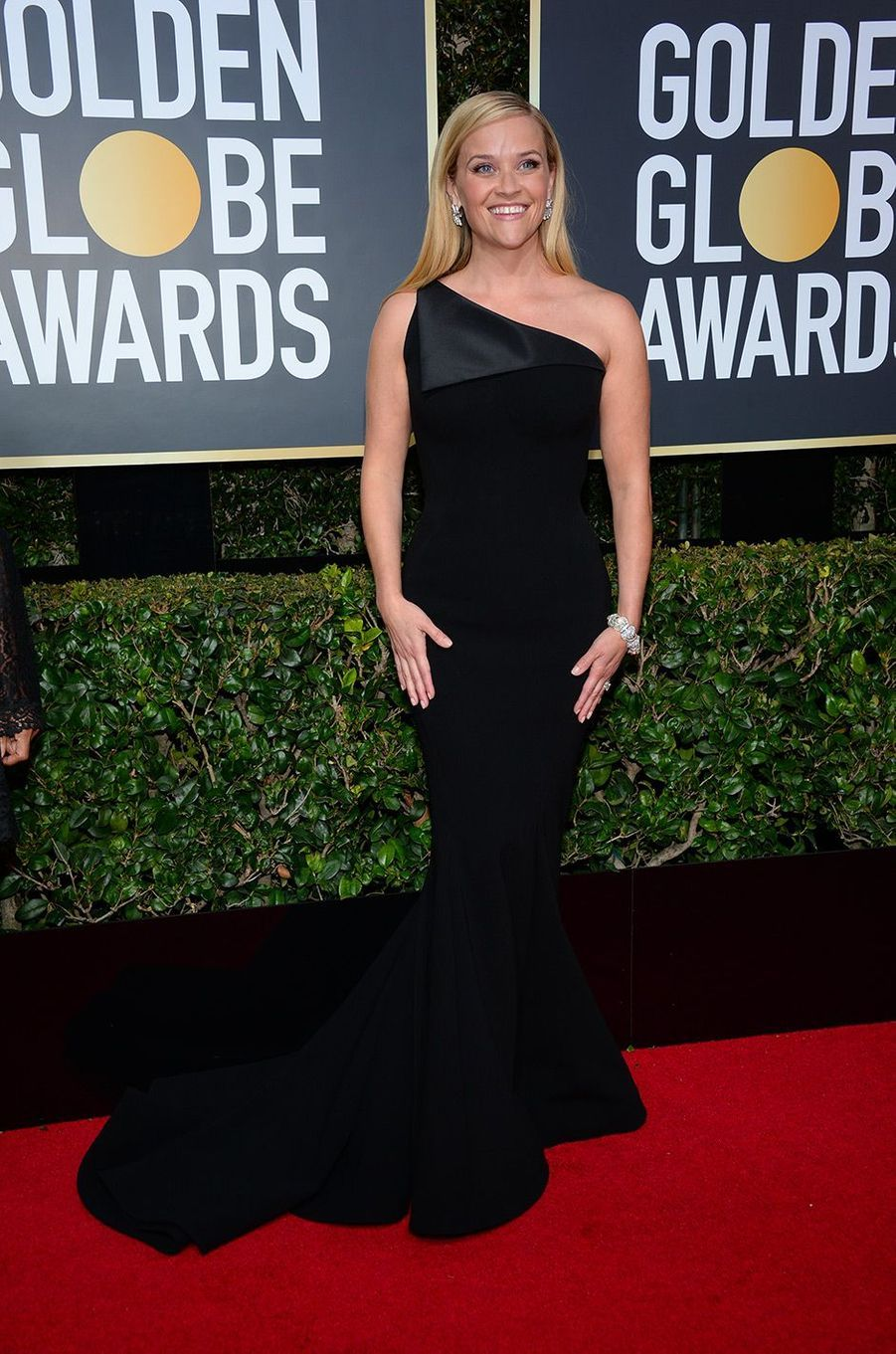 Reese Witherspoon dans une robe Zac Pose aux Golden Globes 2018