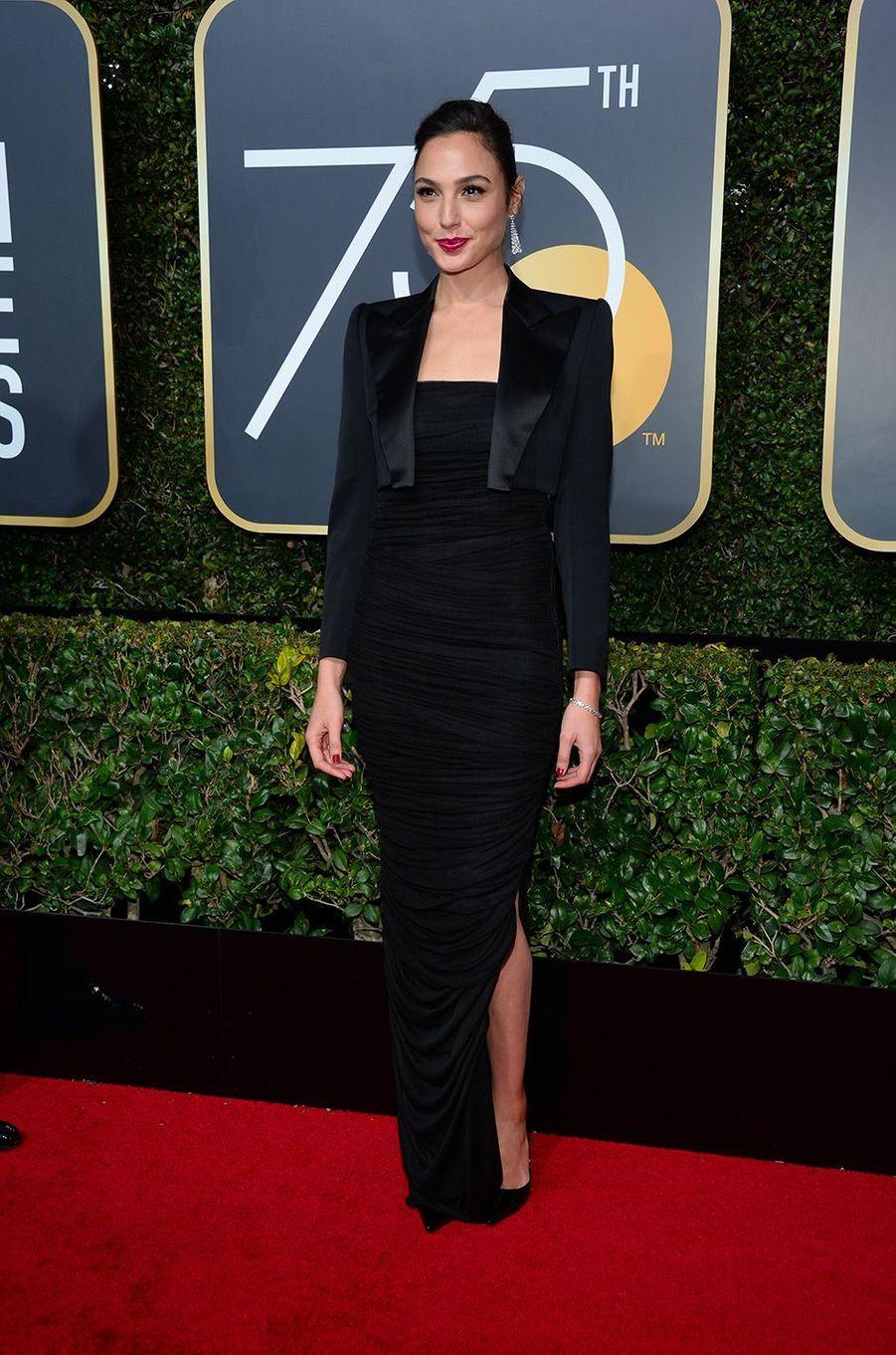 Gal Gadot dans une robe Tom Ford aux Golden Globes 2018