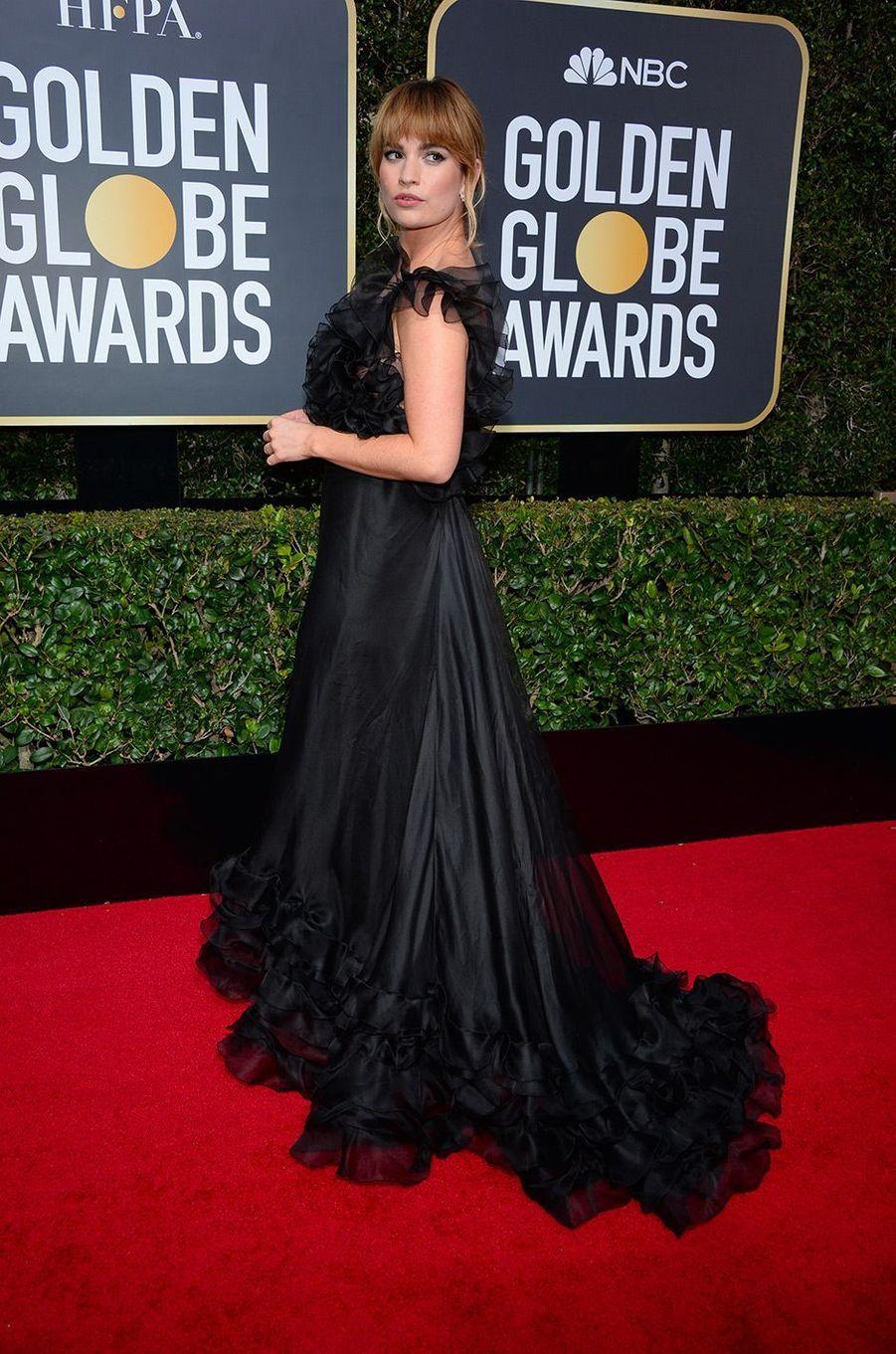 Lily James dans une robe Valentino aux Golden Globes 2018