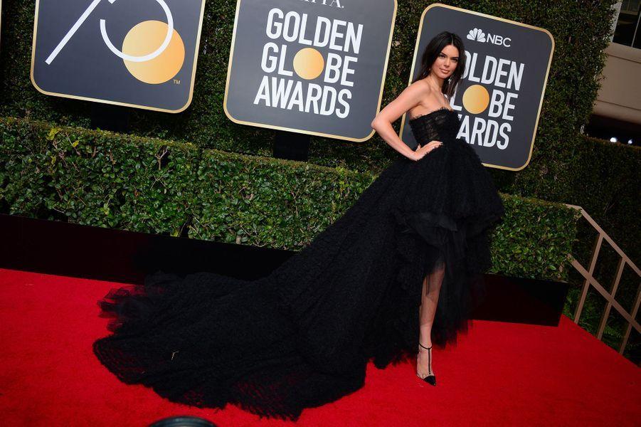 Kendall Jenner dans une robe Giambattista Valli aux Golden Globes 2018