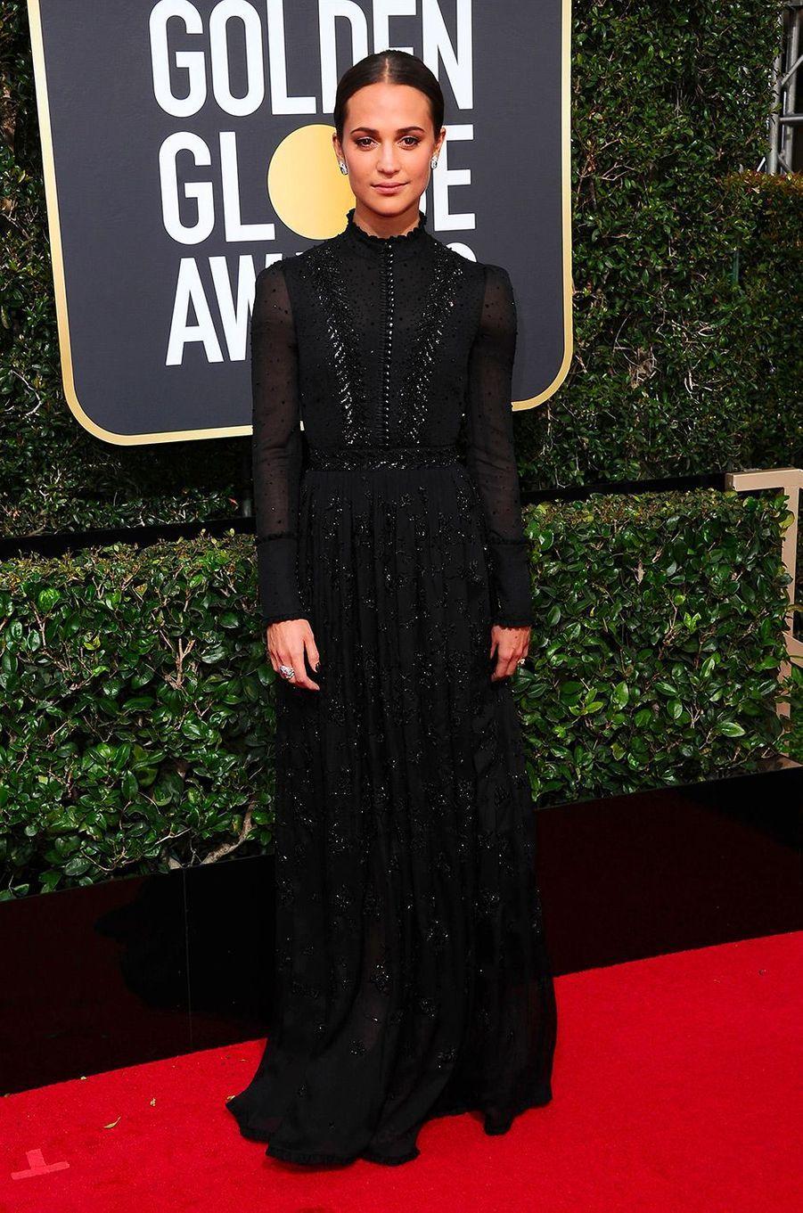 Alicia Vikander dans une robe Louis Vuitton aux Golden Globes 2018