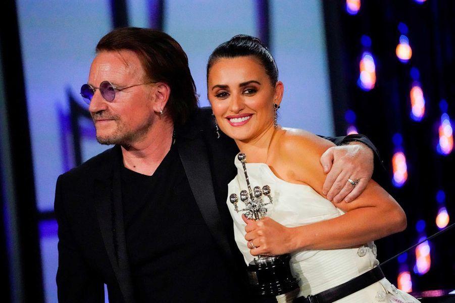 Penélope Cruz et Bono au festival de Saint-Sébastien, le 27 septembre 2019.