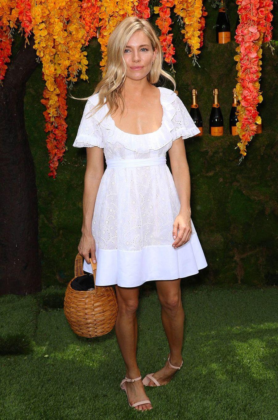 Sienna Miller au match de polo Veuve Clicquot