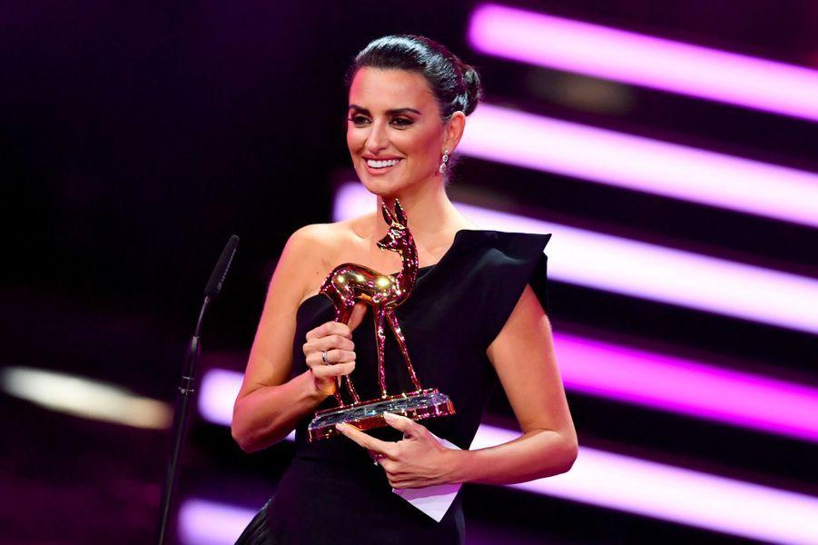Penélope Cruz aux Bambi Awards, à Berlin, vendredi 16 novembre 2018