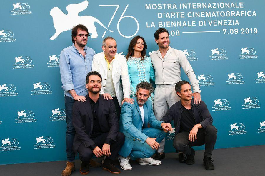 Penélope Cruz et l'équipe du film Wasp Network, à la 76e édition de la Mostra de Venise, le 1erseptembre 2019.