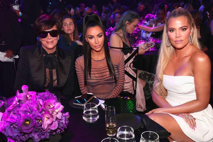 Khloé Kardashian, Kim Kardashian et Kris Jenner aux People's Choice Awards 2018