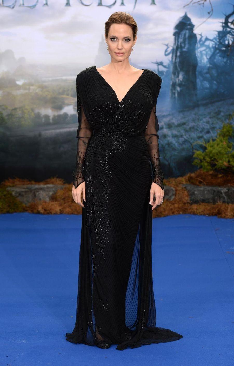 """Angelina Jolie lors de l'avant-première de """"Maléfique"""" à Londres, le 8 mai 2014"""