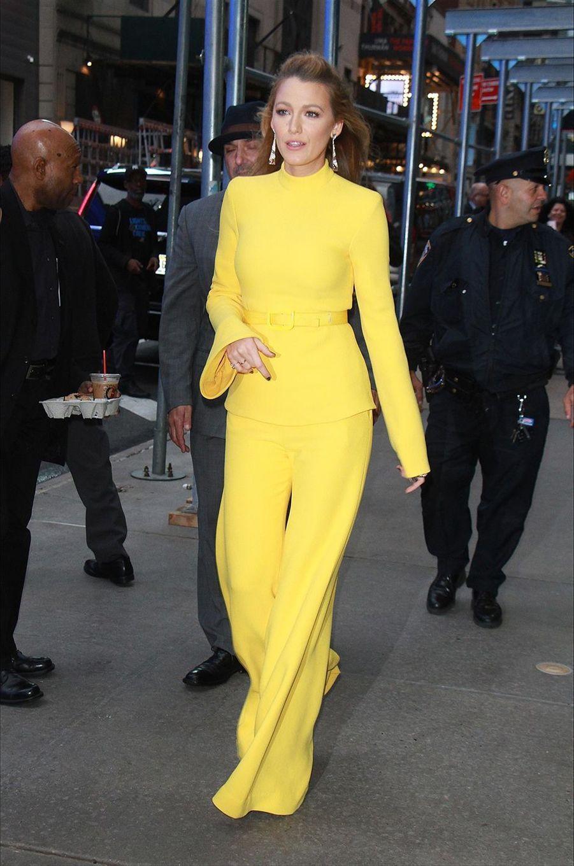 Le show mode de Blake Lively dans les rues de New York, le 16 octobre 2017.