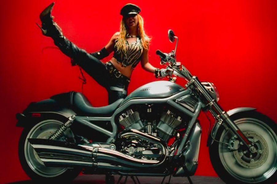 """Britney Spears - """"I love rock'n'roll"""" (2001)"""