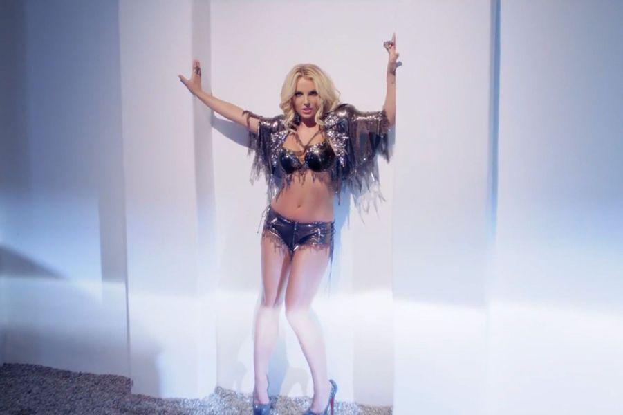 "Britney Spears - ""Work B**ch"" (2013)"