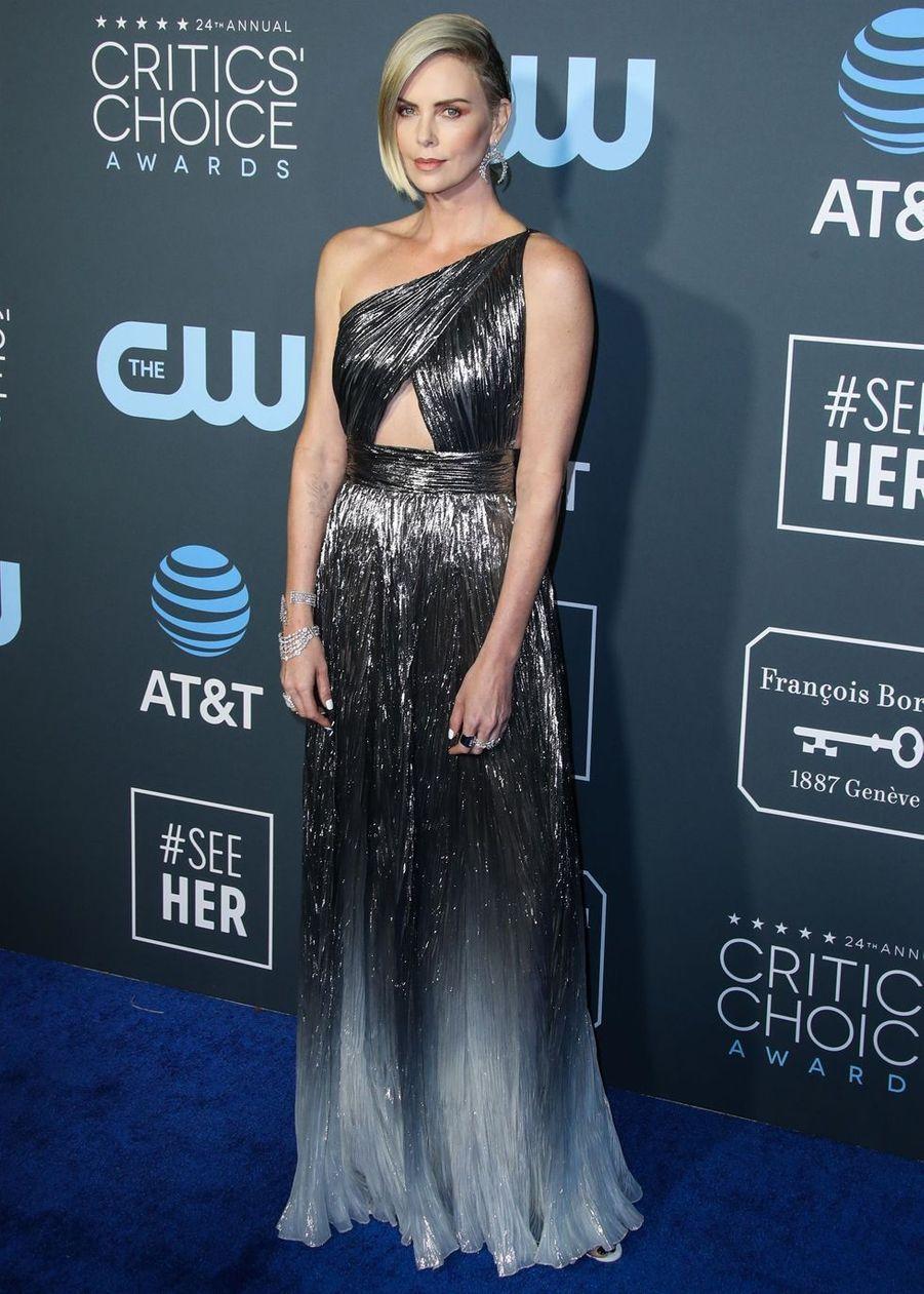 """Charlize Theron lors du photocall de la 24e soirée des """"Annual Critics's Choice Awards"""" à Santa Monica, le 13 janvier 2019"""