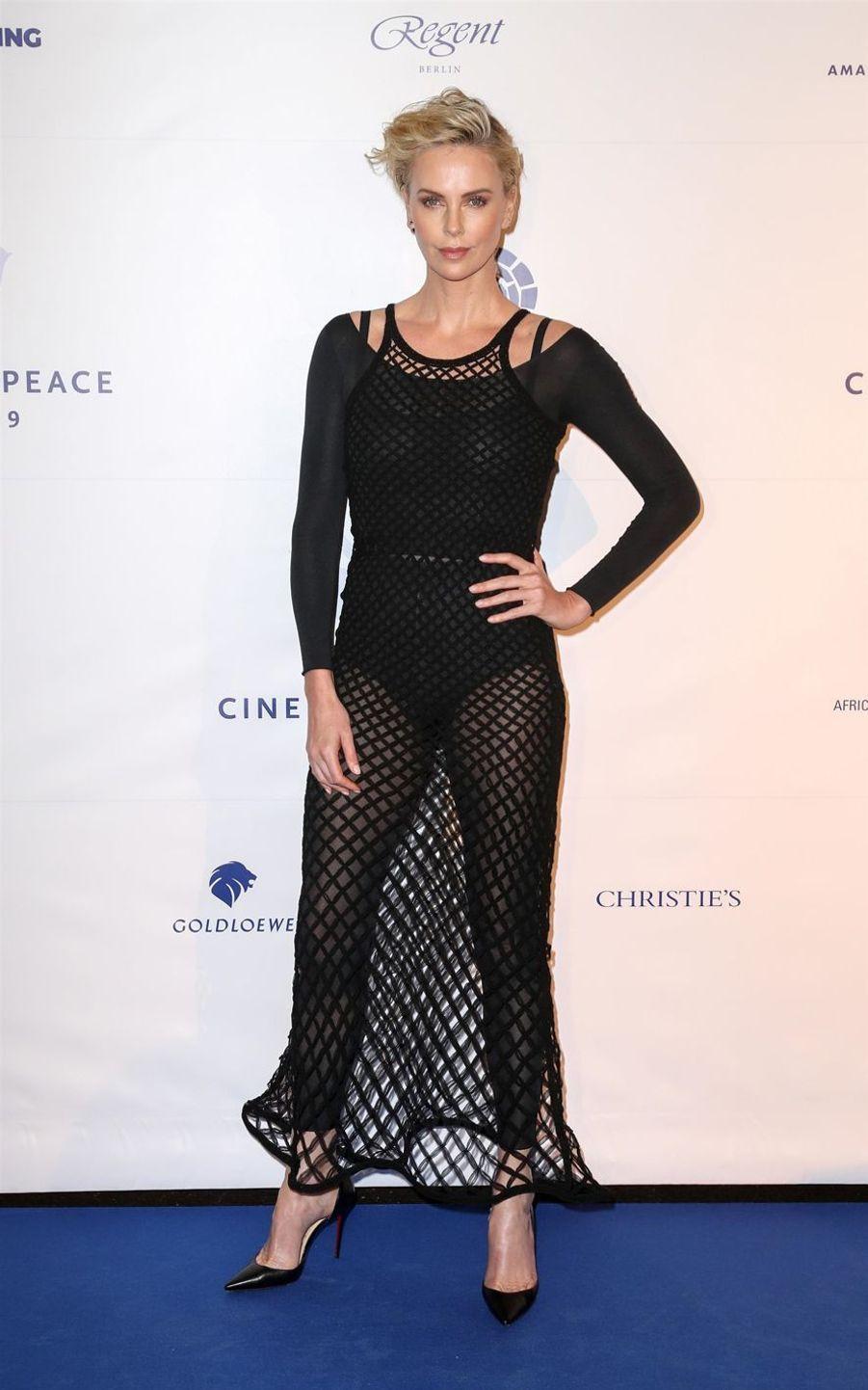 Charlize Theron à la soirée Cinema for Peace au China Club à Berlin, le 10 février 2019