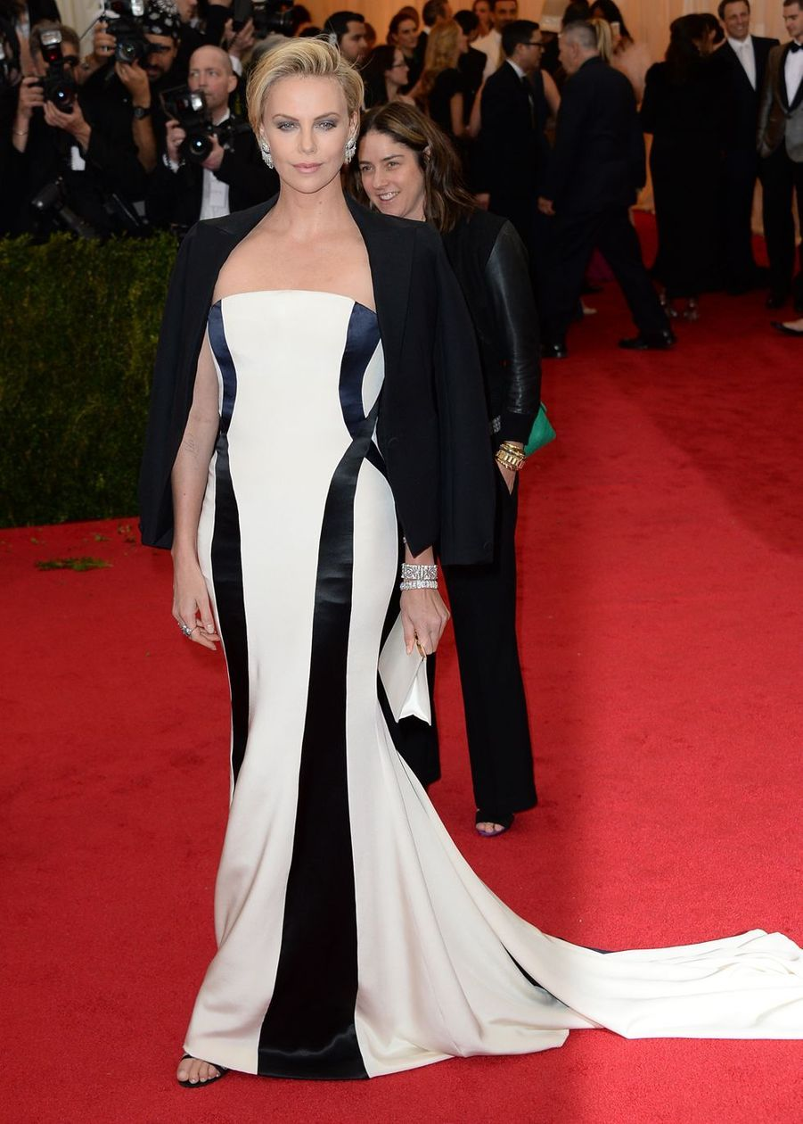 Charlize Theron lors du Gala du Metropolitan Museum à New York, le 5 mai 2014