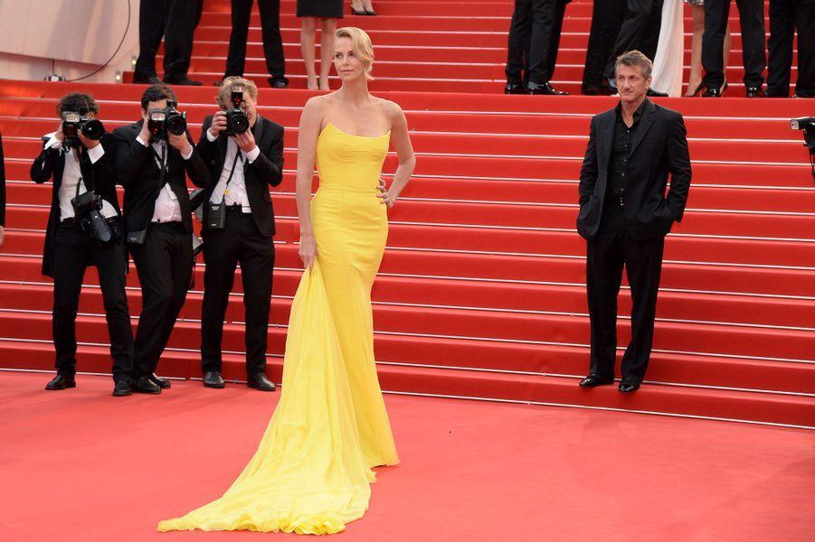 Charlize Theron lors du 68e Festival de Cannes, le 14 mai 2015