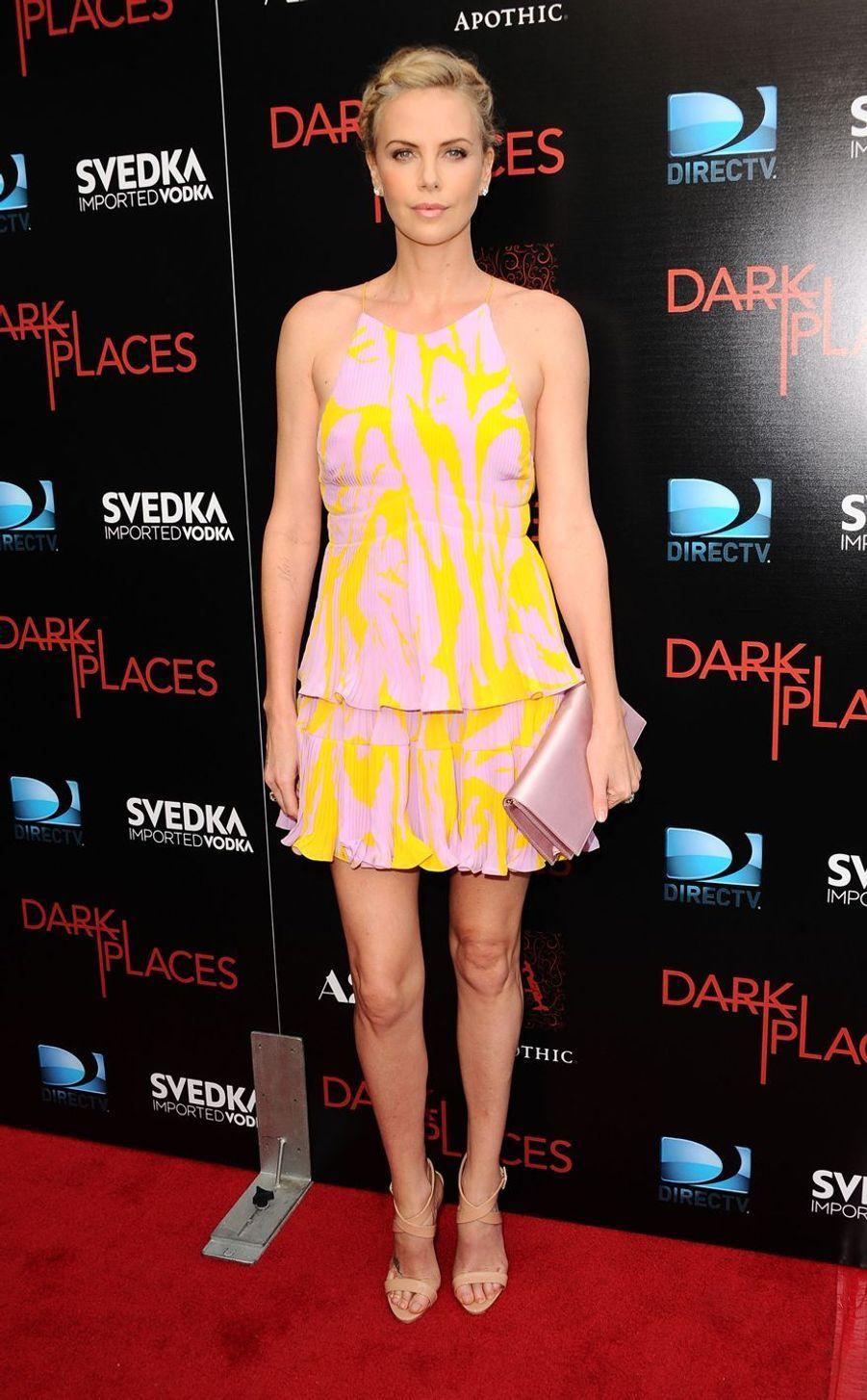 """Charlize Theron lors de la première de """"Dark Places"""" à Hollywood, le 21 juillet 2015"""