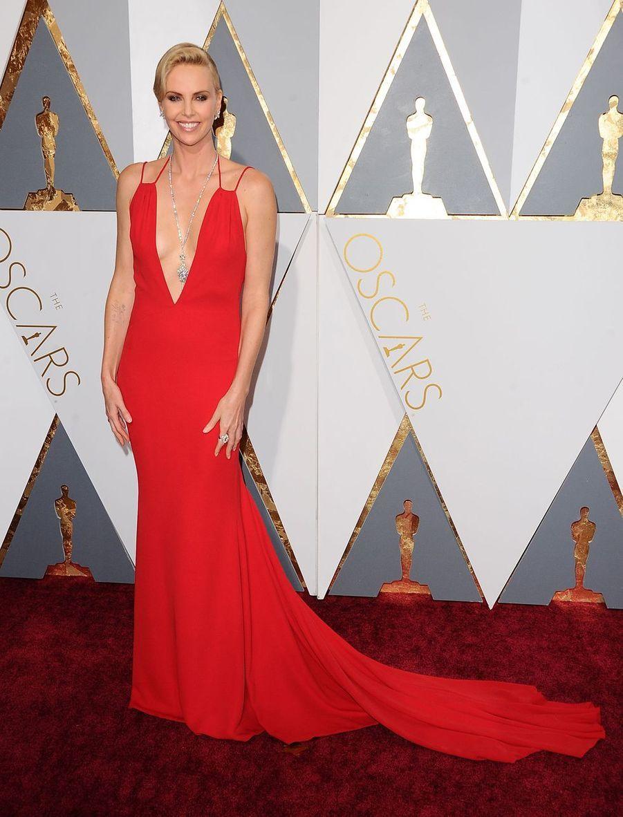 Charlize Theron lors de la 88e Academy Awards à Los Angeles, le 28 février 2016