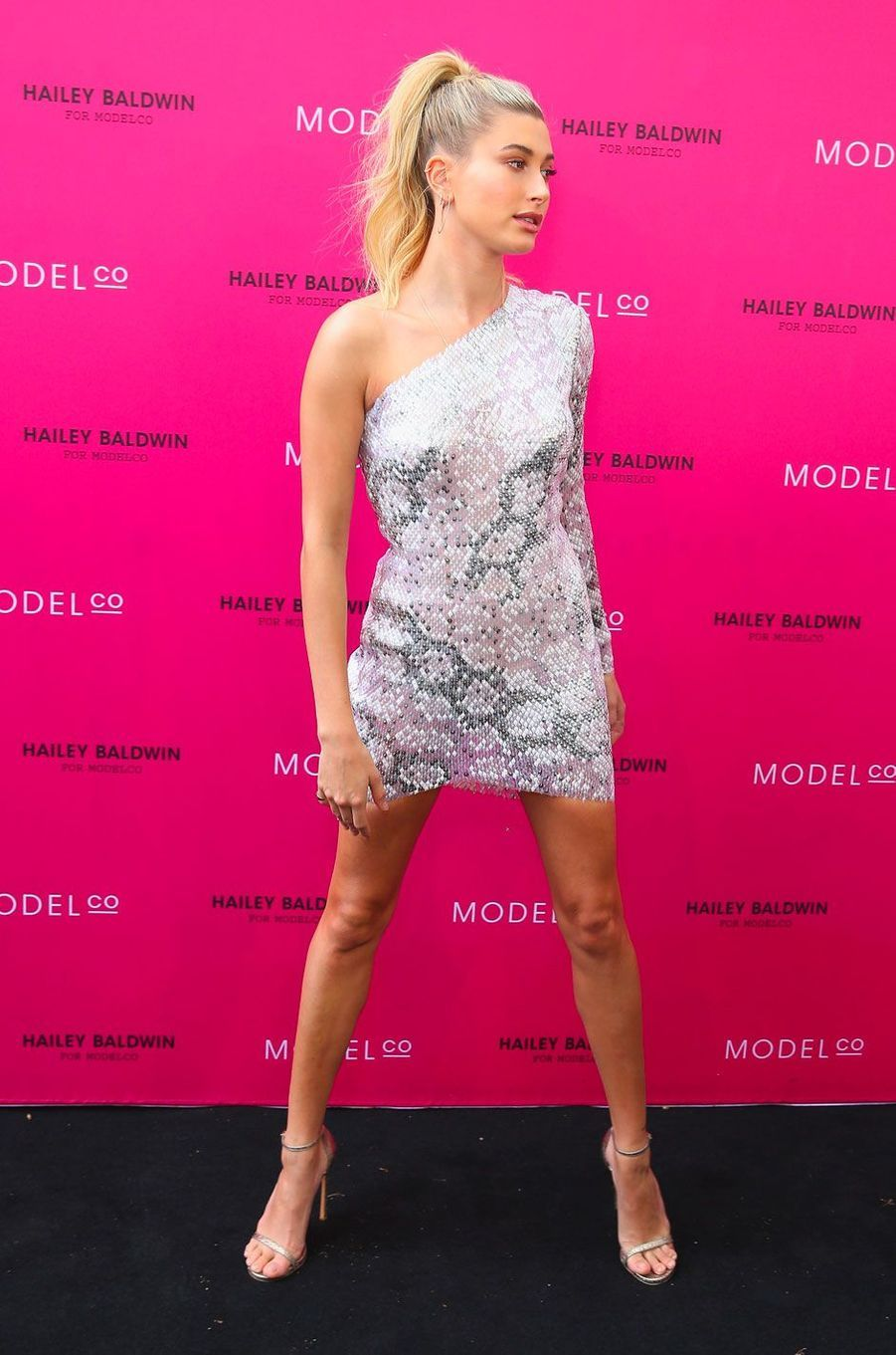People Style : Hailey Baldwin, des sequins sinon rien