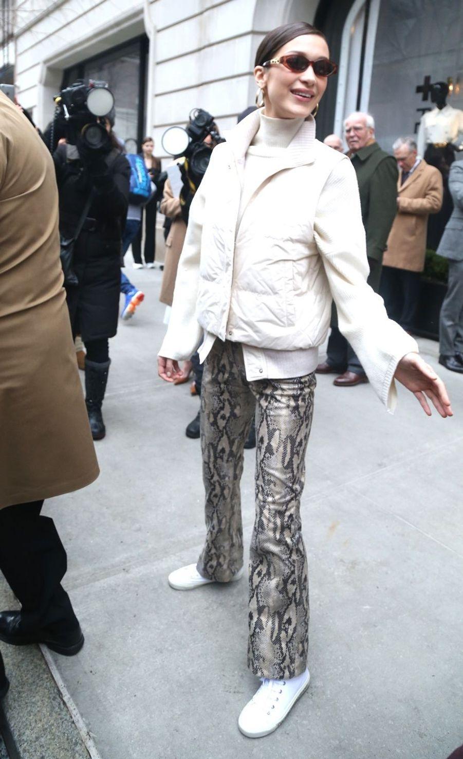 """Bella Hadid à la sortie du défilé """"Ralph Lauren"""" lors de la New York Fashion Week, le 7 février 2019."""