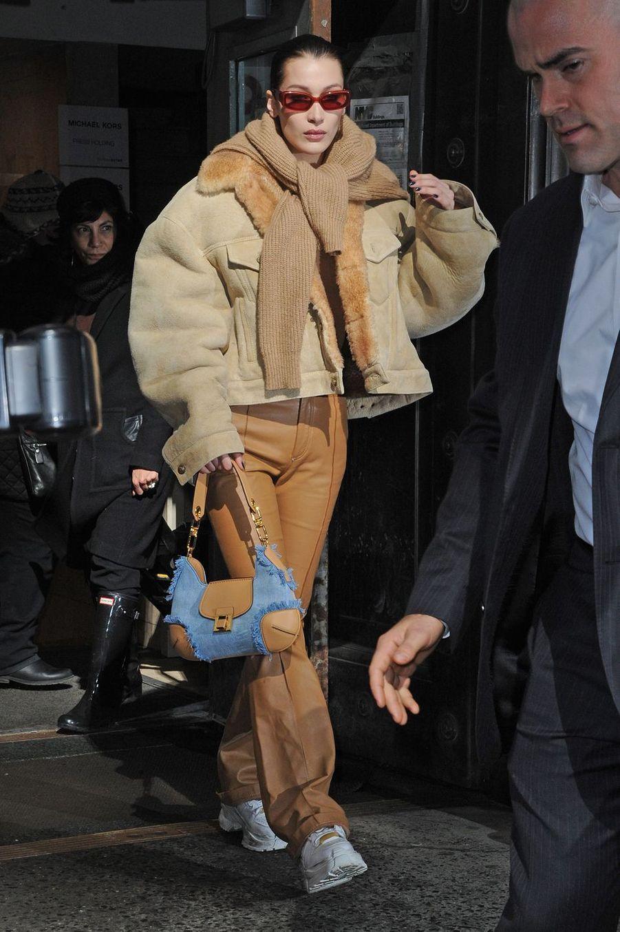 Bella Hadid à la sortie du défilé de mode Michael Kors à New York le 13 février 2019