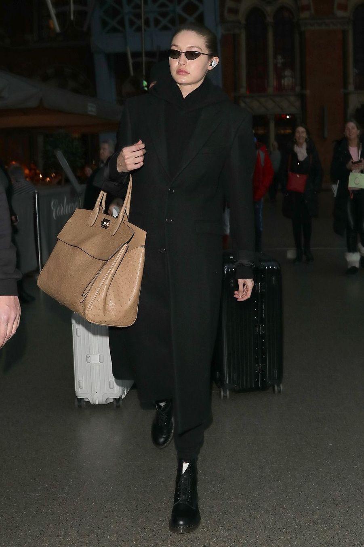 Gigi Hadid à la gare de Londres le 15 février 2019