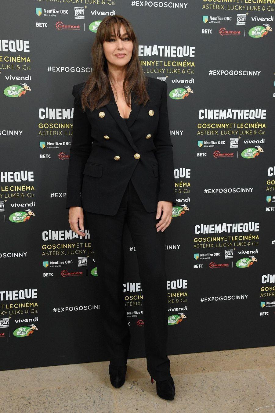 """Monica Bellucci inaugure l'exposition """" Goscinny et le cinéma - Astérix, Lucky Luke et Cie"""" à la Cinémathèque française à Paris, le 29 septembre 2017"""