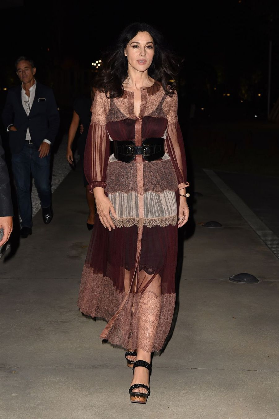 """Monica Bellucci à l'exposition """"Francesco Escalar Glamour N Soul"""" à Rome, le 15 septembre 2016"""